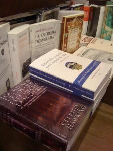 Un placer que el libro esté expuesto al lado del de Stephen Hapcking